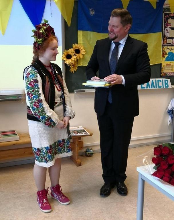 Наша переможниця Богданка отримує нагороди